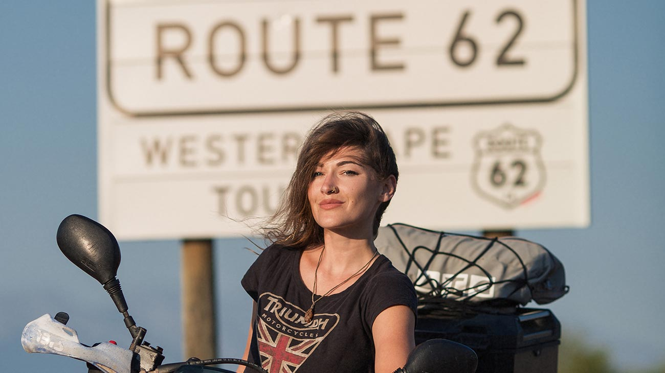 film_woman_arabs_motorbike